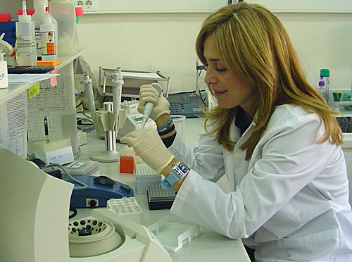 microbiology lab The microbiology laboratory is located in m6 l-1 this lab is fully equipped with a wide range of equipment that students require during the practical component.
